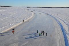 Luleå Eisbahn von der Bergnäsbrücke aus gesehen.