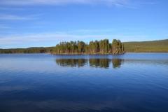 Lilla Luleälv am Polarkreis oberhalb des Staudamms Letsi.