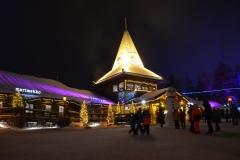 Plaza im Weihnachtsmann-Dorf.